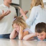 Jak pomóc dzieciom przeżyć rozwód rodziców? 6 ważnych kroków.