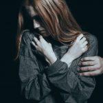 """""""Musisz przebaczyć sprawcy"""" - ten społeczny mit jest bardzo szkodliwy."""